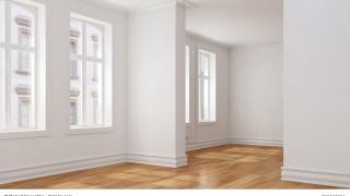 Leerer Raum mit Durchgangszimmer