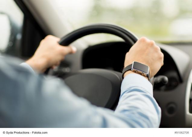 Autofahrer am Steuer eines Autos