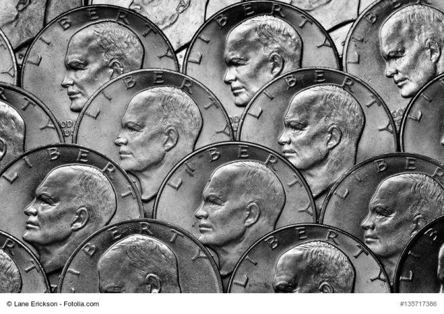 viele Silbermünzen übereinander