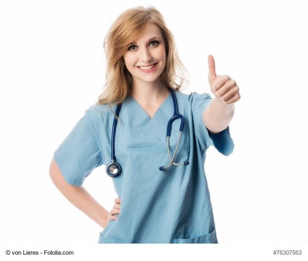 Krankenschwester zeigt Daumen hoch