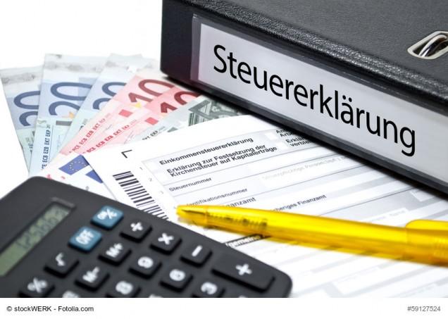 Ordner mit der Aufschrift Steuererklärung
