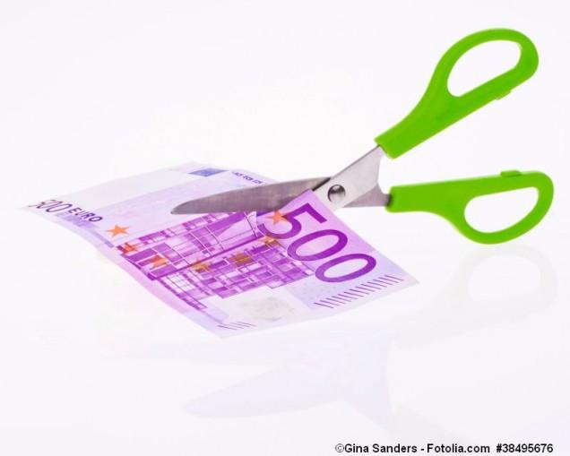 Euro Geldscheine und Schere