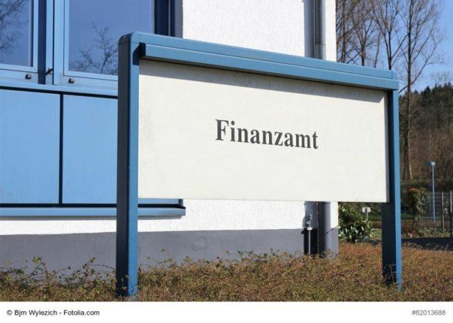 Eingang zum Finanzamt