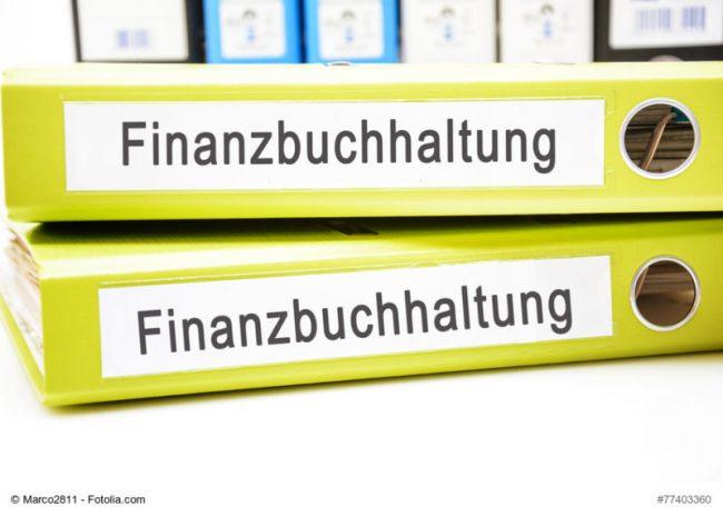 Ordner mit der Aufschrift Finanzbuchhaltung