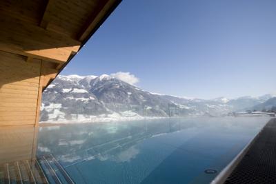 Außenpool im alpina zillertal