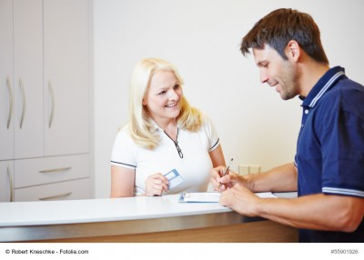 MFA im Gespräch mit einem Patienten