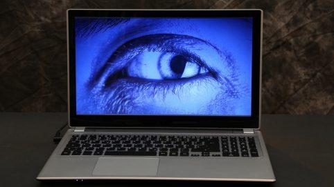 Hackeraugen auf dem Monitor