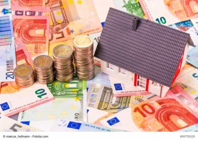 Hausmodell auf Geldscheinen