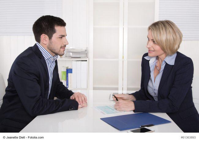 Steuerberaterin im Gespräch mit Mandanten