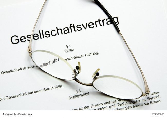 Gesellschaftsvertrag mit Brille