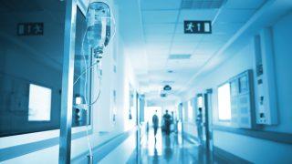 Infusion auf Krankenhausflur