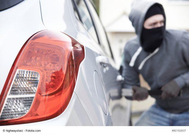 Autodieb bricht Fahrzeug auf