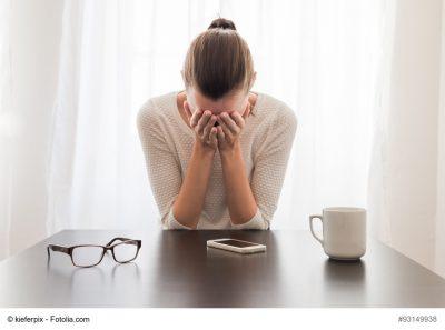 Traurige und depressive Frau