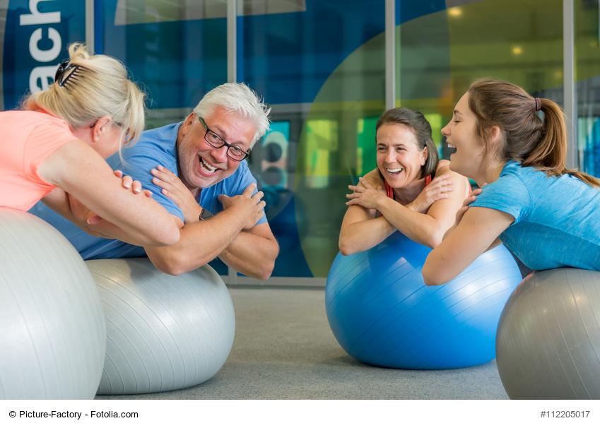 Senioren beim Rückenkurs