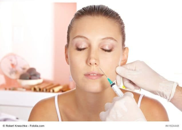 Faltenbehandlung mit Botox bei junger Frau
