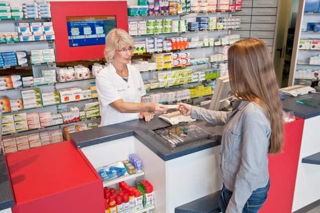Apothekerin gibt Kundin EC-Karte zurück