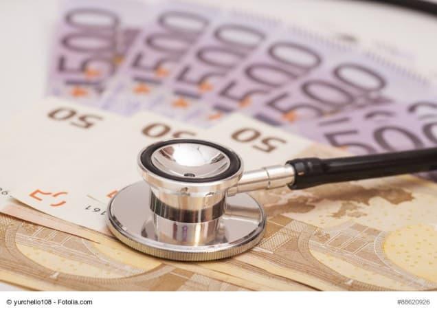 Stetoskop auf Geldscheinen