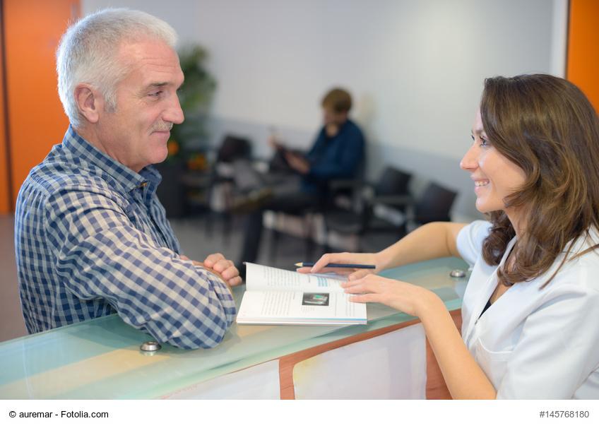 MFA im Gespräch mit Patienten