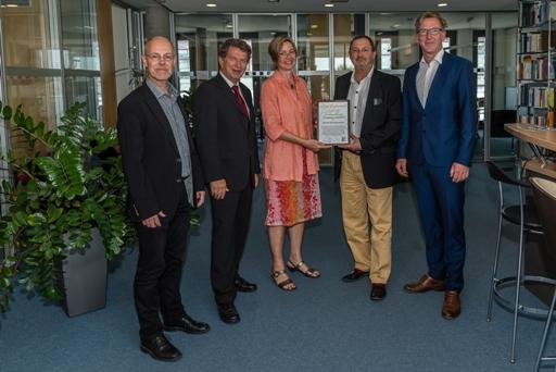 Preisübergabe Divestment Award an Berliner Ärzteversorgung