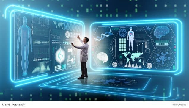 Arzt vor digitalen Tafeln, in komplett digitalisierter Umgebung
