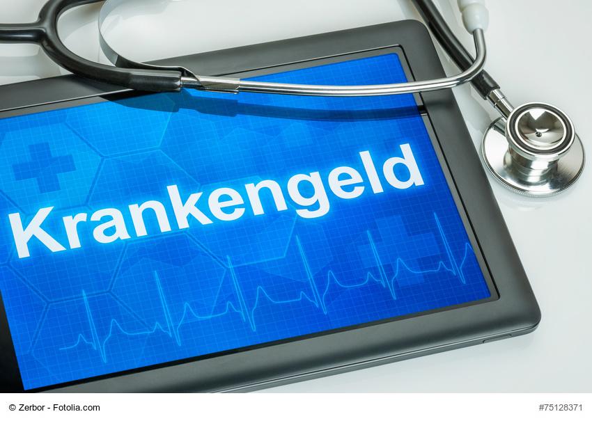 """Tablet mit Aufschrift """"Krankengeld"""" auf dem Display und Arztinstrumenten daneben"""