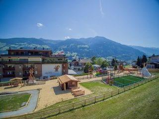Außenansicht alpina zillertal Familienhotel