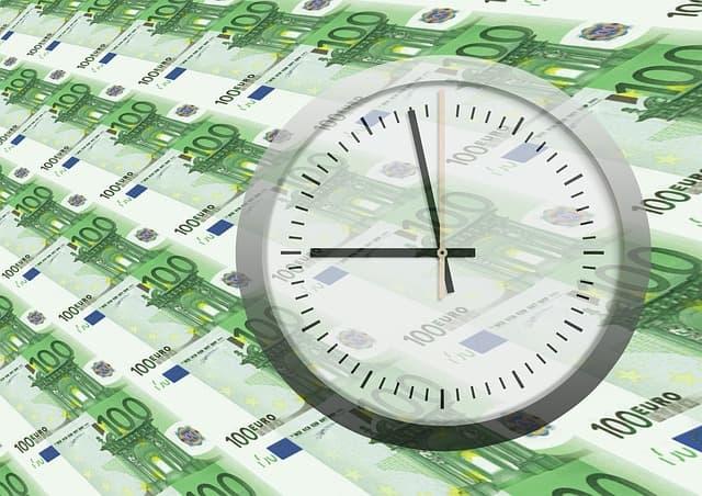 Geld, Finanzen, Euro, Uhr