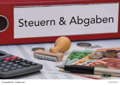 Aktenordner mit Schriftzug Steuern & Abgaben