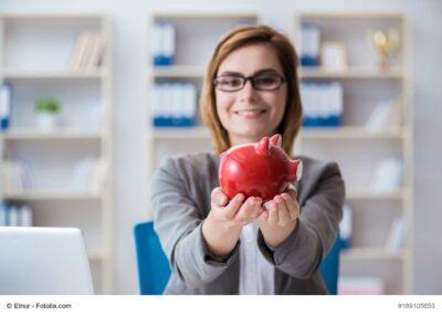 Businesswoman working in the office, Zahnärzte