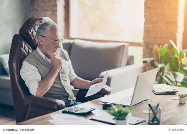 Schreibtisch, Mann, Senior, Versicherung