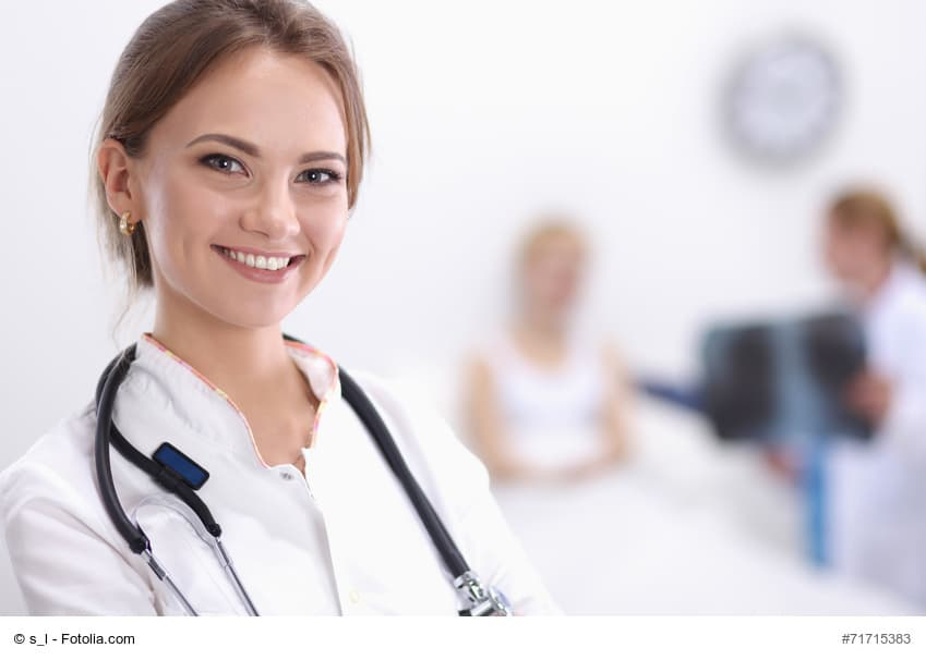 junge Ärztin im Krankenhaus