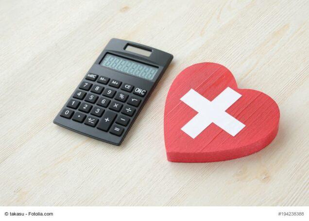 Taschenrechner und ein Plastik-Herz
