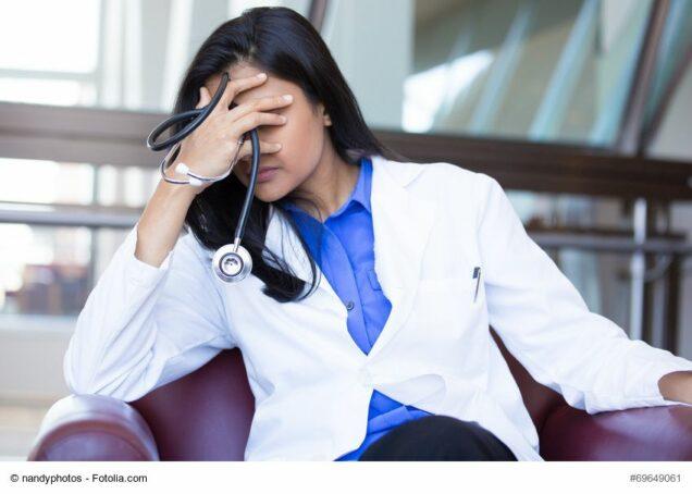 Ärztin mit den Nerven am Ende