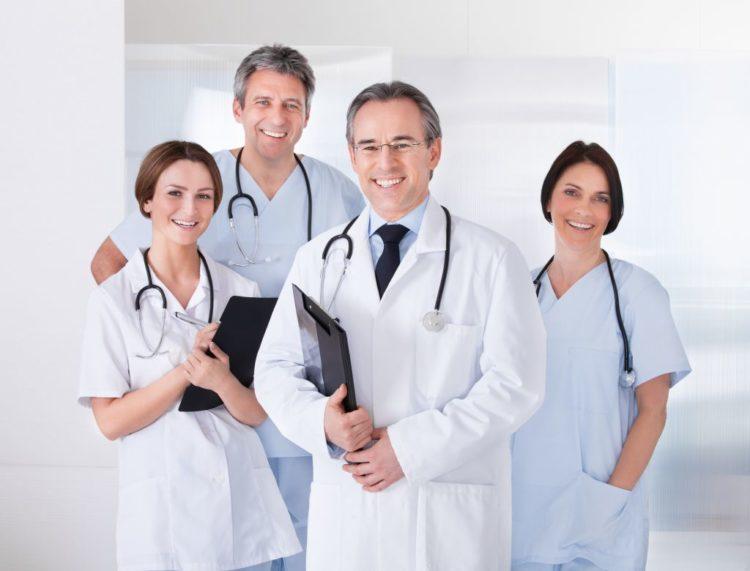 Angestellte Ärzte in einer Klinik