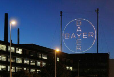 Das Bayer-Kreuz bei Nacht