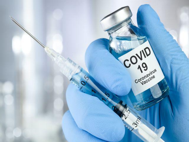 Impfstoff mit Spritze