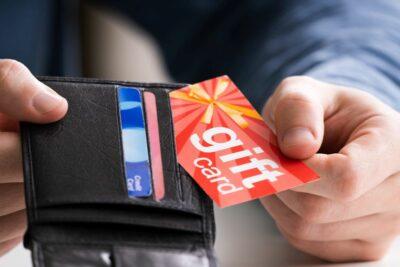 Gutscheinkarte in einem Geldbeutel
