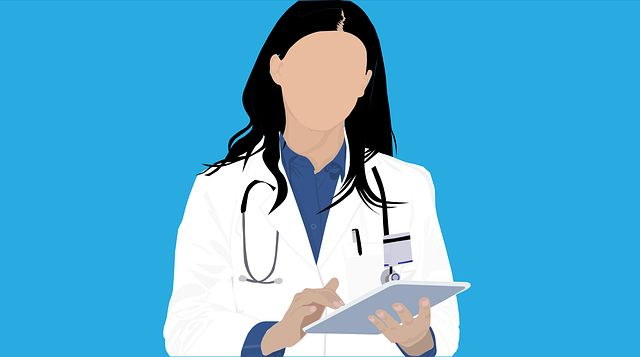 Ärztin mit Tablet