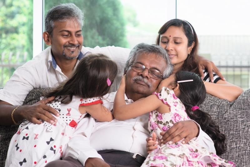 Während der westliche Patient eher Ruhe sucht, wird er in vielen anderen Kulturen zum Mittelpunkt des Geschehens. Bild: WONG SZE FEI - stock.adobe.com