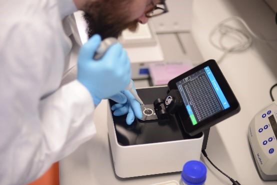 Wissenschaftlerin in einem Labor