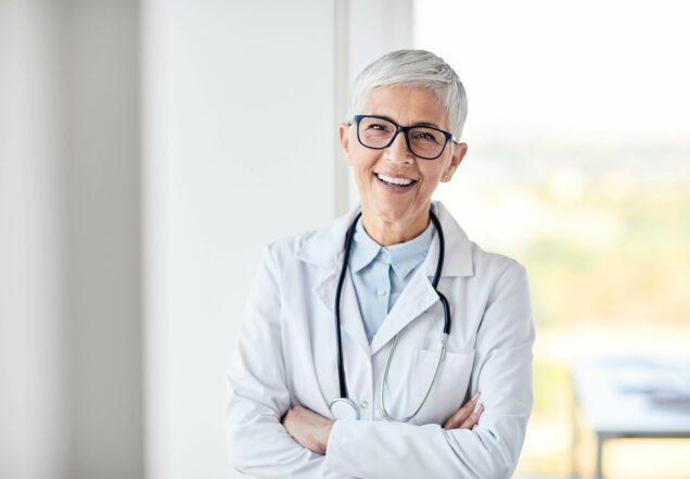 lachende Ärztin