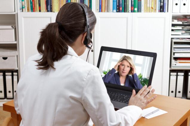 Ärztin bei der Videosprechstunde