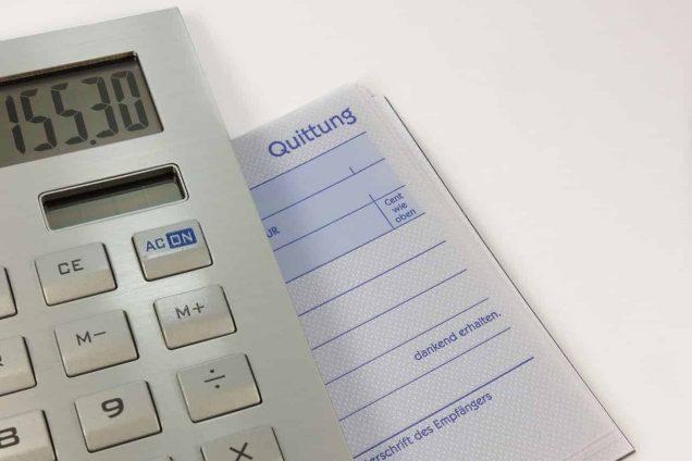 Quittung und Taschenrechner