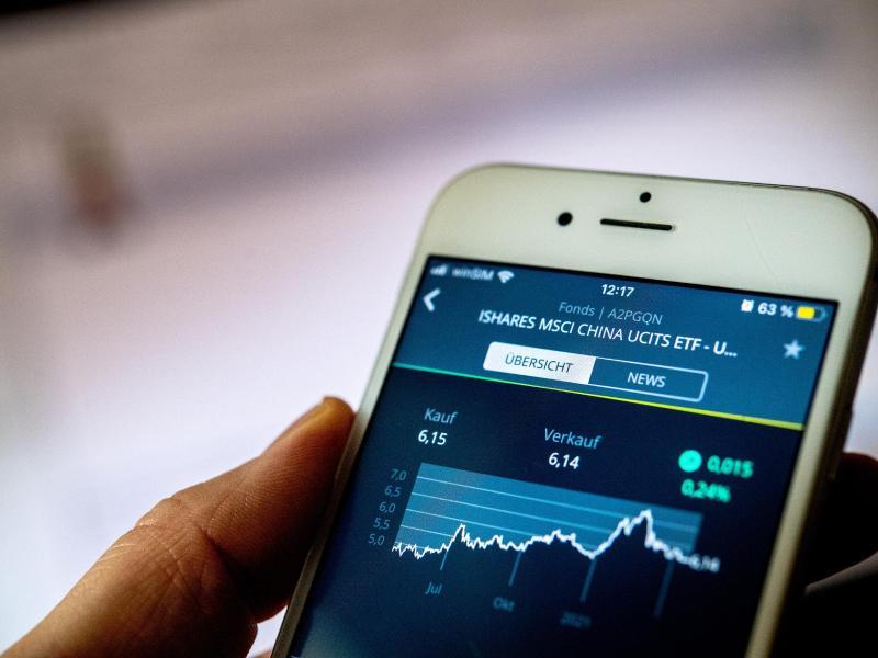Smartphone mit Börsenkurs