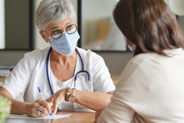 Ärztin, Patientin, Corona-Pandemie