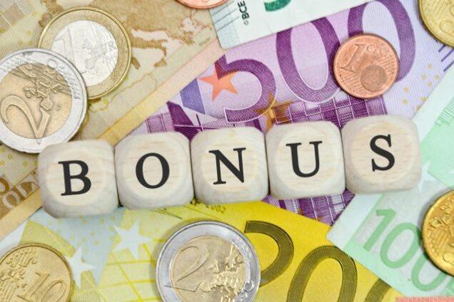 Geldscheine und Bonuszahlung