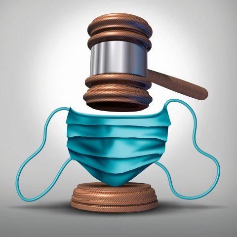 Richterhammer über Mundschutz