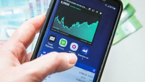 Smartphone mit Aktienkurs