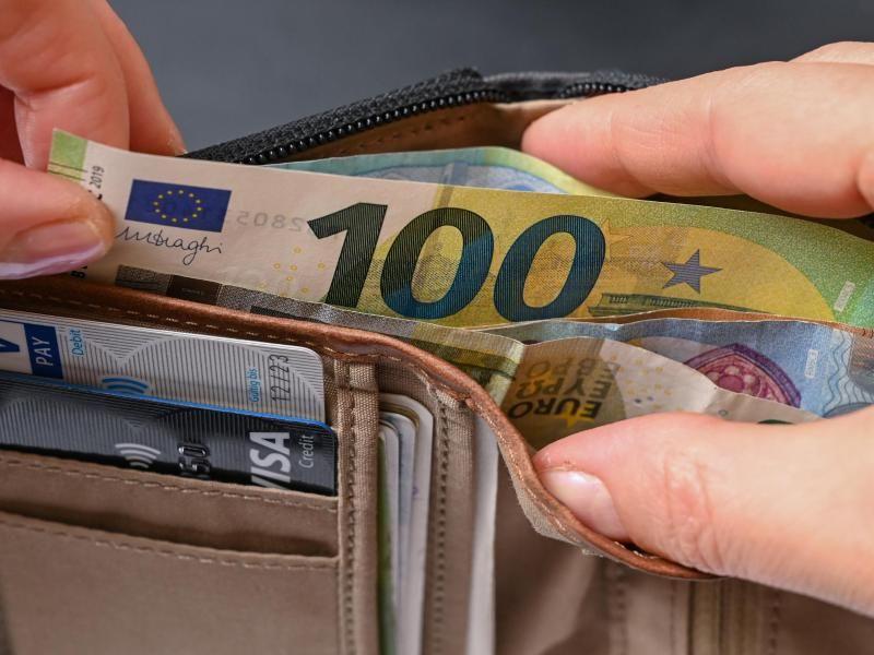 Geldbörse mit Geldscheinen