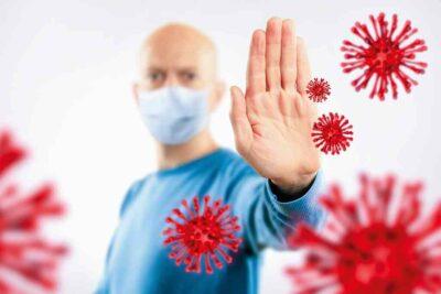 Arzt wehrt Viren ab